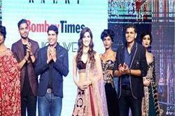 BT Fashion Week 2017 : शो स्टॉपर रही कृति सेनन, बरगंडी लंहगे में बिखेरा जलवा