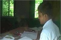 CM योगी कह रहे स्कूल जाओ, शिक्षक कह रहा मत आओ...दूंगा एक हजार
