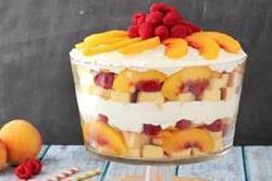 बच्चों को बनाकर दें ठंडी-ठंडी Tasty Peach Trifle