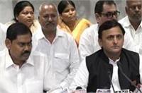 समर्थकों के साथ सपा में शामिल हुए पूर्व बसपा नेता इंद्रजीत सरोज, कहा-बसपा में अघोषित आपातकाल