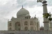 कड़ी सुरक्षा के बीच ताज के साये में अदा की गई ईद-उल-ज़ुहा की नमाज
