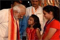 हिरल आैर तनवी ने लिखा था पत्र, माेदी ने मुलाकात कर पूरी की उनके ''मन की बात''