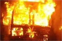 टक्कर के बाद ट्रक में लगी भीषण आग, 2 लोगों की जलकर मौत