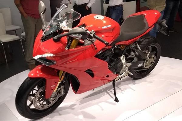 भारत में लांच हुई Ducati की यह दमदार बाइक, जानें फीचर्स