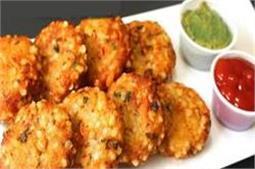 नवरात्रि में बनाकर खाएं गर्मा-गर्म साबूदाना वड़ा