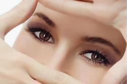 तनाव से आंखें थकी-थकी रहती है तो करें ये काम, चमक रहेगी बरकरार