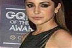 GQ Awards: मैटेलिक लेम स्टाइल गाउन में Anushka ने बिखेरा जलवा