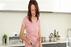 महिलाओं के बहुत काम आएंगे ये छोटे-छोटे Kitchen टिप्स