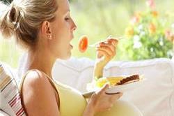 प्रेग्नेंसी में इन चीजों का सेवन बढ़ा देता है मिस्कैरेज का खतरा