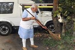 'स्वच्छ भारत' अभियान के लिए PM मोदी ने मांगी इन हस्तियों से मदद