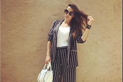 इवेंट के दौरान स्ट्राइप आउटफिट में नेहा का दिखा Stunning Look