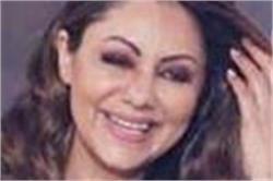 शाहरुख खान की पत्नी गौरी इवेंट में पहुंची इतने लाख की साड़ी पहनकर