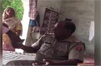 रिश्वतखोर दरोगा का वीडियो वायरल, केस से नाम निकालने के लिए ले रहा है पैसे
