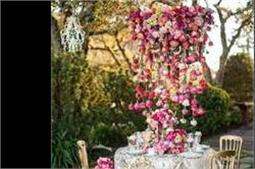 वैडिंग फंक्शन में Hanging Floral से करें डैकोरेशन
