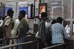 अब टिकट खिड़कियों पर बाबुओं की ओवरचार्जिंग से बचेंगे रेल यात्री