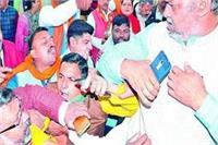 नगर निगम की पहली बोर्ड बैठक में हंगामा, वंदेमातरम् को लेकर भिड़े BJP और बसपाई
