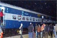 इटावा में संपर्क क्रांति एक्सप्रेस का इंजन फेल, कई ट्रेनें बीच में रुकीं