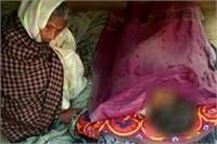 बुजुर्ग मां की गोद में भूखे बेटे ने तोड़ा दम, सरकार ने दिए जांच के आदेश