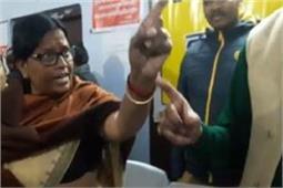 कंबल वितरण पर भिड़े BJP सांसद और विधायक, सांसद ने उतारी जूती