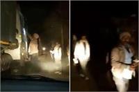 बांदा: अवैध वसूली से रोका तो पुलिसवालों ने IPS अफसर पर किया हमला