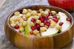 काबुली चने और फलों का सलाद
