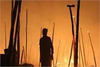 इटावा: सब्जी मंडी में भीषण आग लगने से 55 दुकानें स्वाहा, लाखों का नुकसान