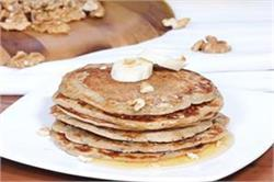 ऐसे बनाएं Whole Wheat Banana Pancakes