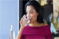 क्या आप भी पीते है भोजन के तुरंत बाद पानी? जान लें इसके नुकसान