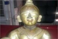 दुष्कर्म का आरोपी गिरफ्तार, घर से मिली 50 लाख की अष्टधातु की मूर्ति