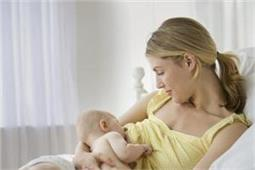 स्तनपान करवाने वाली महिलाएं ऐसे रखें अपनी ब्रैस्ट शेप को परफैक्ट
