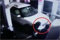 चोरों के हौसले बुलंद, ट्रैक्टर शोरूम के ताले तोड़कर लाखों के सामान पर किया हाथ साफ