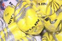 फर्जी ब्राडेंड वॉलीबाल और फुटबॉल बनाने की फैक्ट्री का पर्दाफाश, मामला दर्ज