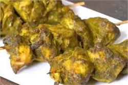 घर पर बनाएं टेस्टी एंड स्पाइसी Spinach Hariyali Chicken Kebab