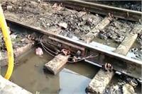 हे प्रभु! आखिर कब तक बदहाल रहेगा रेलवे प्रशासन, टूटी पटरी से गुजरी कई ट्रेनें