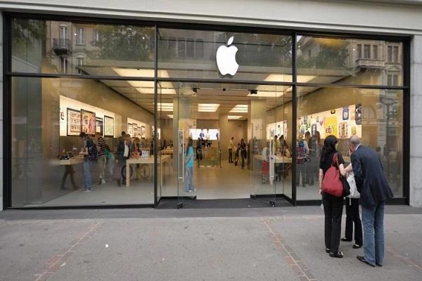 Apple स्टोर में बलास्ट हुआ iPhone, एक व्यक्ति घायल
