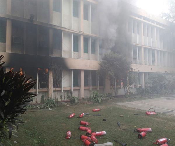BRD मेडिकल कालेज में लगी आग को SP-BSP ने बताया साजिश, की उच्चस्तरीय जांच की मांग