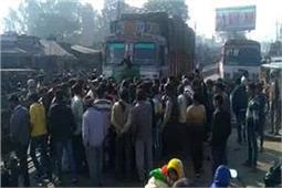 भाजपा नेता की गुंडागर्दी, ट्रक चालक को दौड़ा-दौड़ा कर पीटा