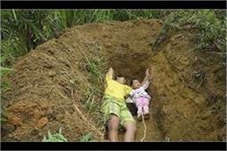 अपनी जिंदा बेटी को कब्र में सुलाने ले जाता है ये पिता, जानिए क्या है कारण