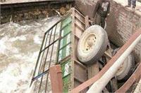 कोहरा बना जानलेवा: लकड़ी से भरी ट्रैक्टर-ट्राली नहर में पलटी, 3 की दर्दनाक मौत