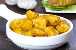 सुबह नाश्ते में बनाएं Garlic Potatoes