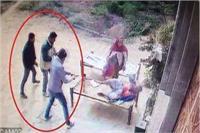 मर्डर का Live Video: दरिंदाें ने घर में घुसकर मां-बेटे काे मारी 20 गोलियां