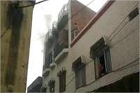 तीन मंजिला इमारत पर लगी भीषण आग, 2 जुड़वा बच्चियों की मौत