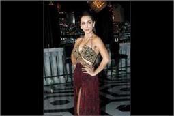 डिजाइनर रेबेका दीवान के लिए रैंप पर उतरी मलाइका अरोड़ा, बिखेरी हॉट अदाएं