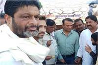केंद्र सरकार के बजट का विरोधः बीच सड़क पर पकौड़े तलने लगे पूर्व मंत्री
