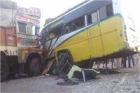 गाजियाबाद: राजस्थान रोडवेज की बस ने मारी ट्रक में टक्कर, 40 लोग घायल
