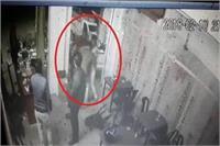 ढाबे पर खाना खाने आए 2 गुटों में भिड़ंत, वारदात CCTV में कैद