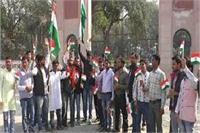कासगंज हिंसाः हिंदू संगठन के कार्यकर्त्ताओं द्वारा निकाली जा रही तिरंगा यात्रा को पुलिस ने रोका