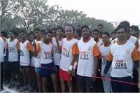 फैजाबाद में पहली बार हुआ हाफ मैराथन का आयोजन, विदेशी नागरिक ने भी लिया हिस्सा