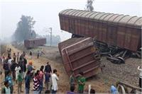सीतापुर में मालगाड़ी के 5 डिब्बे पटरी से उतरे, मचा हड़कंप