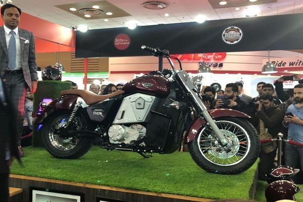 Auto Expo 2018: UM Motorcycle ने लांच की अपनी पहली इलेक्ट्रिक क्रूजर बाइक, कीमत 9.9 लाख रुपए